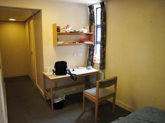 LSE Rosebery Hall Residence: 2 desks