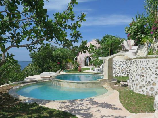 Hasil gambar untuk mentigi bay dome lombok