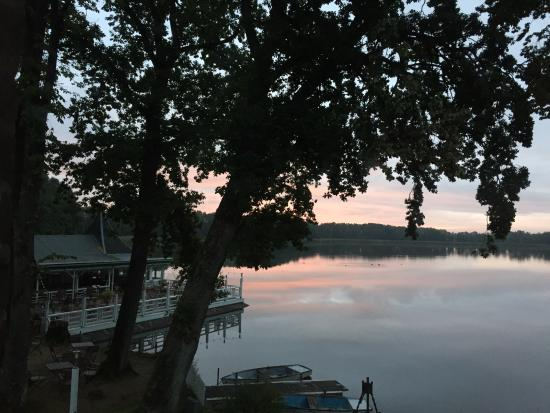 Ringhotel Bokel Muehle: Blick aus der Suite auf den See bei Sonnenaufgang