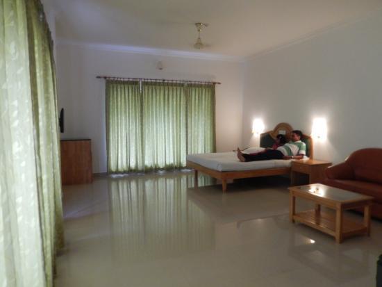 Periyar Meadows Leisure Hotel: Spacious Room
