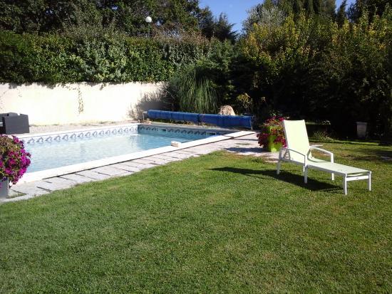 Les 7 Roses : La piscine pour la détente