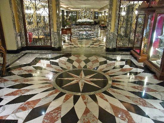 The Westin Europa & Regina, Venice: ホテルの美しい廊下