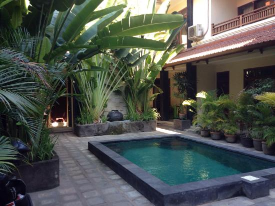 Surfaris Inn Poppies II: This is a really lovely place with very kind staff and clean and cosy rooms. We will definitly c