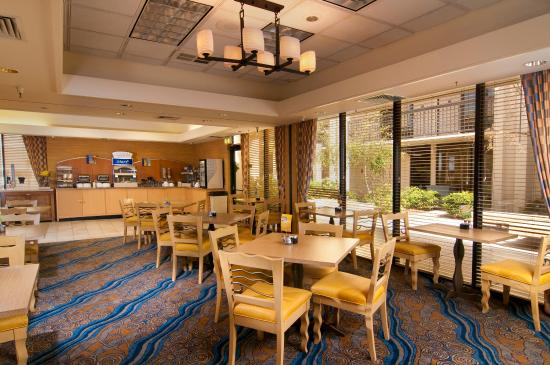Holiday Inn Express @ Monterey Bay: Breakfast Area
