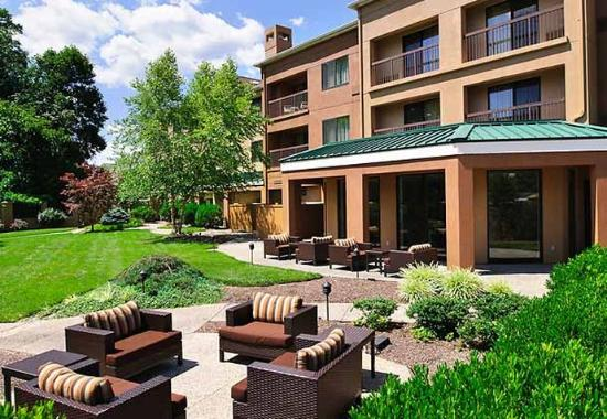 Courtyard by Marriott Wilmington Brandywine: Outdoor Courtyard Patio