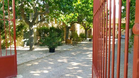 Chateau Le Vergel Authenac : Entrée des cours