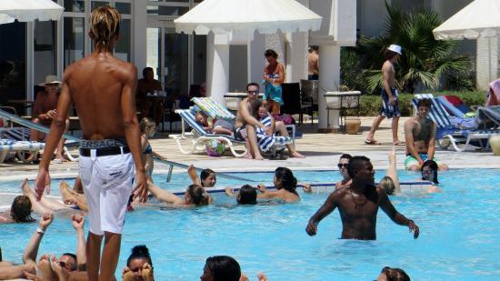Hotel Al Jazira Beach & Spa : On s'amuse à la piscine