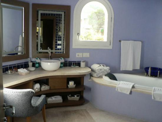 Cervo Hotel, Costa Smeralda Resort: suite bathroom