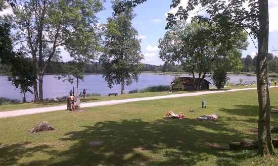 Fischerhäusl: расположение на берегу живописного озера