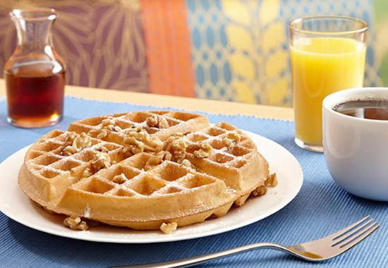 Quality Inn & Suites Keokuk North: Breakfast Waffles