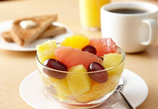 Quality Inn & Suites Keokuk North: Healthy Breakfast Options