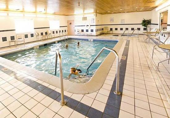 Quality Inn & Suites Keokuk North: Indoor Pool & Whirlpool