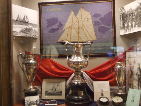 Lunenburg, Καναδάς: Bluenose America's Cup Trophy