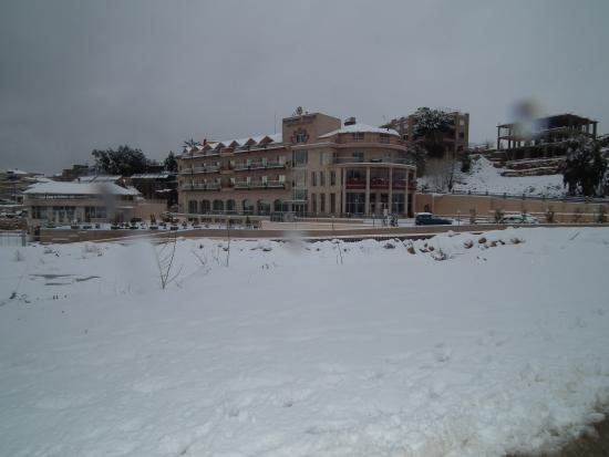 Aley, เลบานอน: Winter, Lili's Resort & Spa