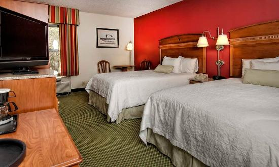 Hampton Inn & Suites Wilmington/Wrightsville Beach: Double Queen Room