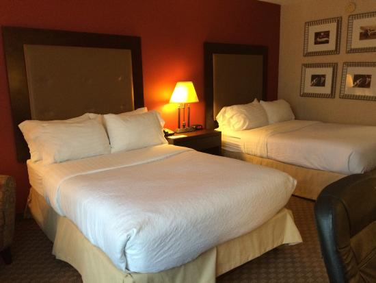 Holiday Inn Hotel & Suites Raleigh - Cary: Exceeded my expectations, staff aw very friendly, room is very clean and detail oriented.