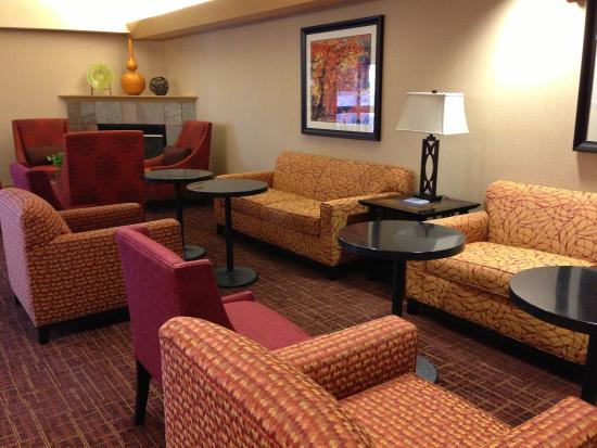 Hampton Inn Altoona: Lobby