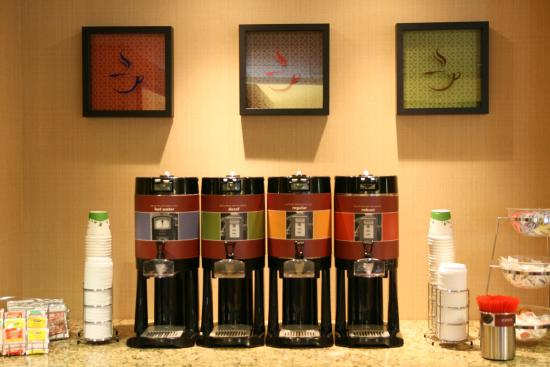 Hampton Inn Altoona: 24 Hour Coffee Service