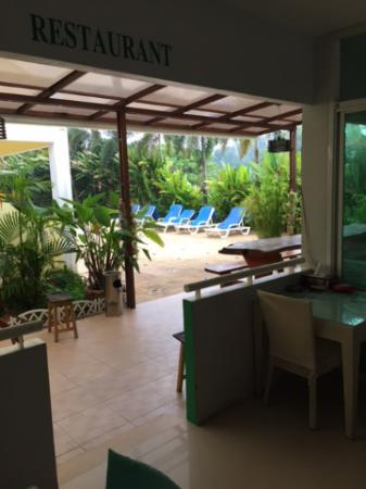 Naiyang Sonwa Resort: O restaurante do hotel e a piscina