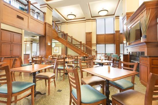 Drury Inn & Suites Birmingham Lakeshore Drive : Dining Area