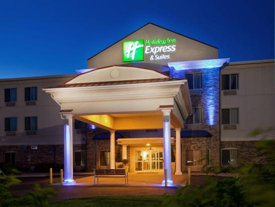 Holiday Inn Express Clinton: Hotel Exterior
