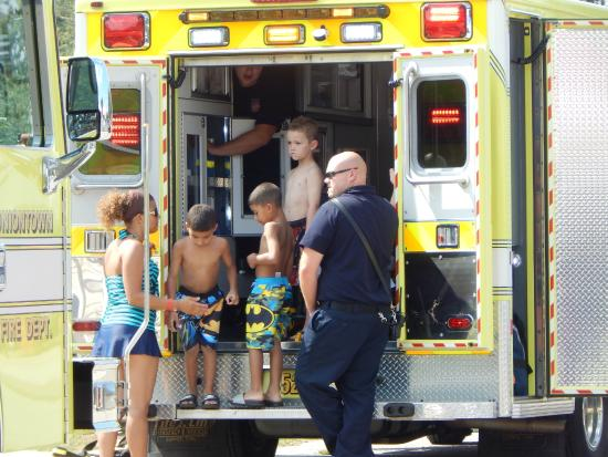 Uniontown, Огайо: Rescue Squad Visit for kids to explore