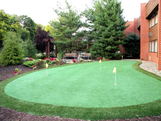 Altoona, Pensilvania: Guests of all ages enjoy our Putting Green