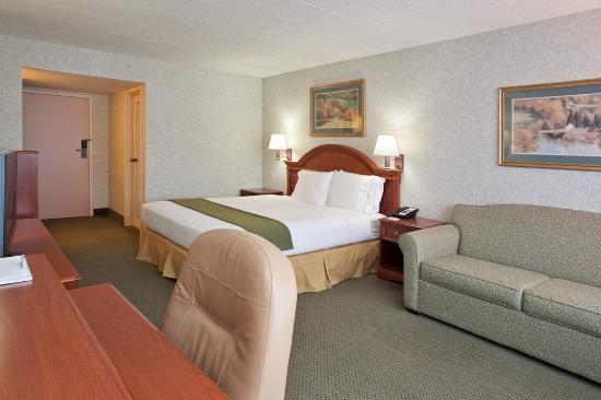 Altoona, Pensilvania: King Bed Guest Room