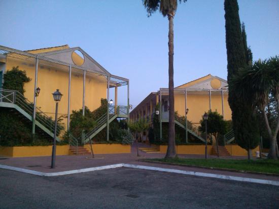 Hotel picture of hotel jm jardin de la reina seville for Piscina hotel jardin de la reina