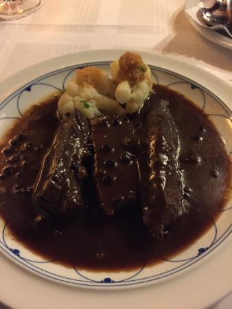 Hotel Restaurant Eifelstube: Eifeler Hirschbraten 21,50,-€