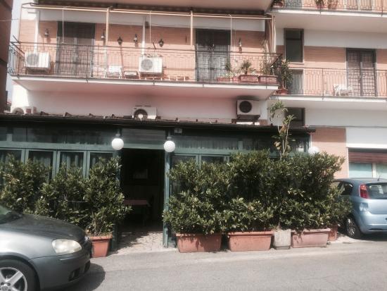 Morlupo, Itália: Veduta esterna con entrata in veranda