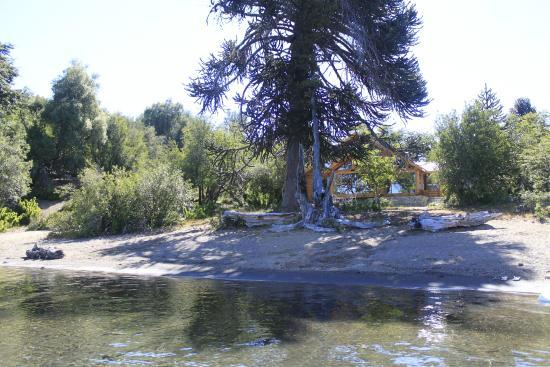 Villa Pehuenia, Argentina: la cabaña a pasos de la playa