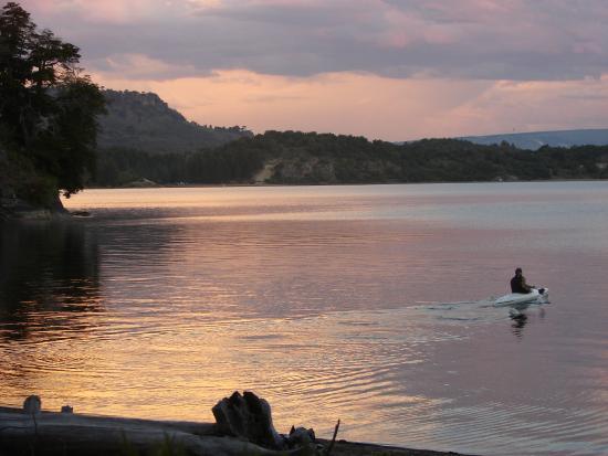 Villa Pehuenia, Argentina: paseo en kayak al atardecer