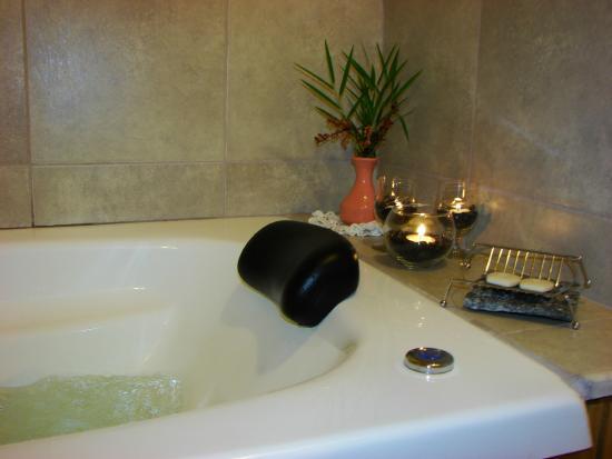 Villa Pehuenia, Argentina: bañera con sistema SPA de 1,60x 0,80 Mts