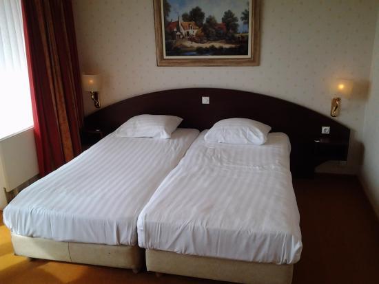 Fletcher Hotel-Restaurant De Hunzebergen: Bedden met zachte matrassen