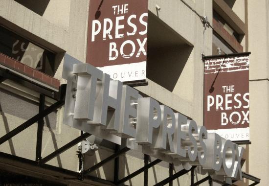 Atrium Inn Vancouver: Pressbox Pub