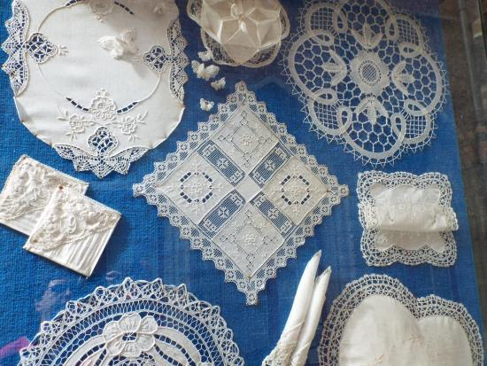 Kantcentrum: some of the lace patterns