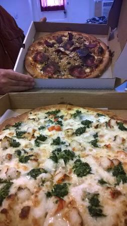 Cafe Bella Luca : Pizza for take out dinner