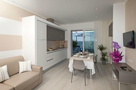 Soggiorno con vista - Picture of Lungomare Relax - Residence & Hotel ...