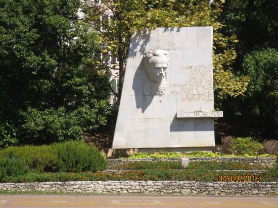 Памятник Николаю Островскому