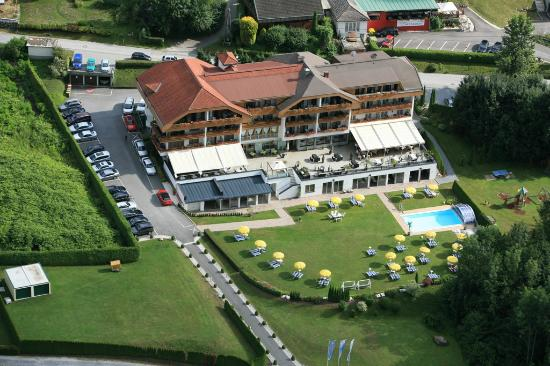 Photo of Hotel Schoenblick Velden