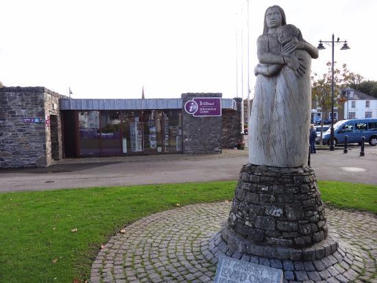 Kirkcudbright VisitScotland Information Centre: side view of Information Bureau
