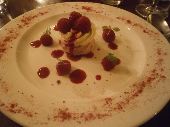 Hovingham, UK: Raspberry pavlova