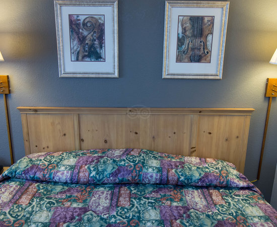 The King VIP Room at the GuestHouse Inn & Suites Nashville/Music Valley