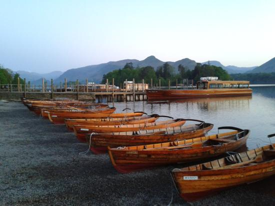 Harvington House: Rowing boats on Derwentwater Lakeshore