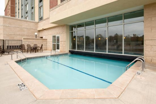 Drury Inn & Suites Meridian: Indoor/Outdoor Pool & Whirlpool