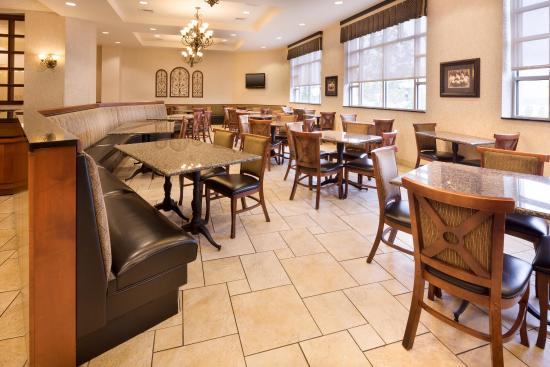 Drury Inn & Suites Meridian: Dining Area