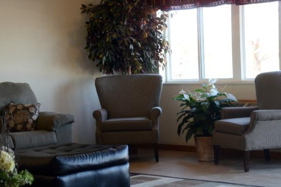 Super 8 Hotel Petoskey: Inviting Lobby