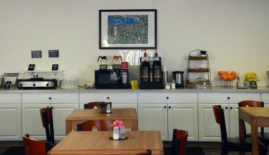 Super 8 Hotel Petoskey: Super Start breakfast
