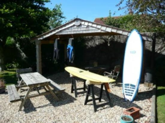 Kingsacre House B&B: Wax your board, dry your wetsuit